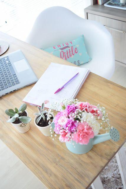 hoa trang trí bàn làm việc đẹp